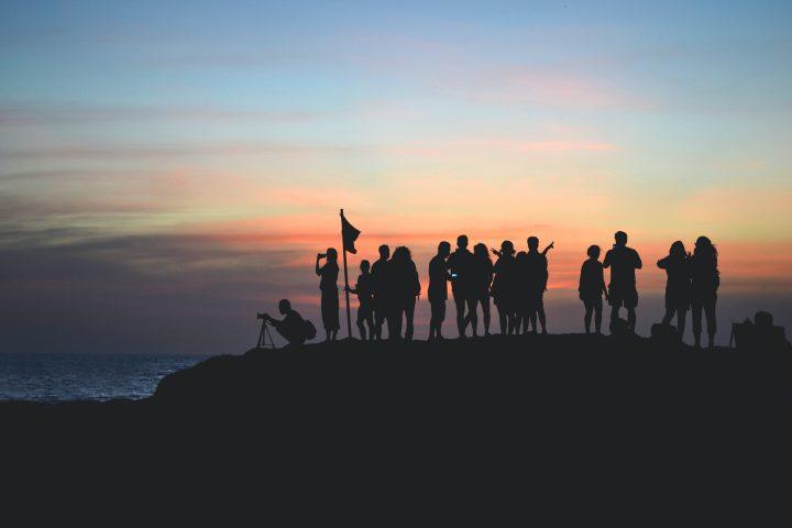 8 zachowań budujących odporność psychiczną wzespołach, czyli jak mądrze wspierać siebie iinnych